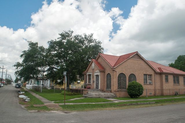 St. Claude Real Estate - Photo 2