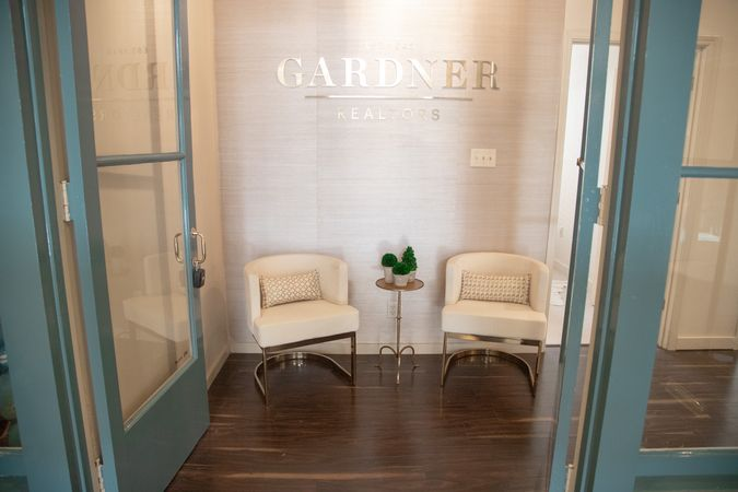 Garden District - Real Estate Office