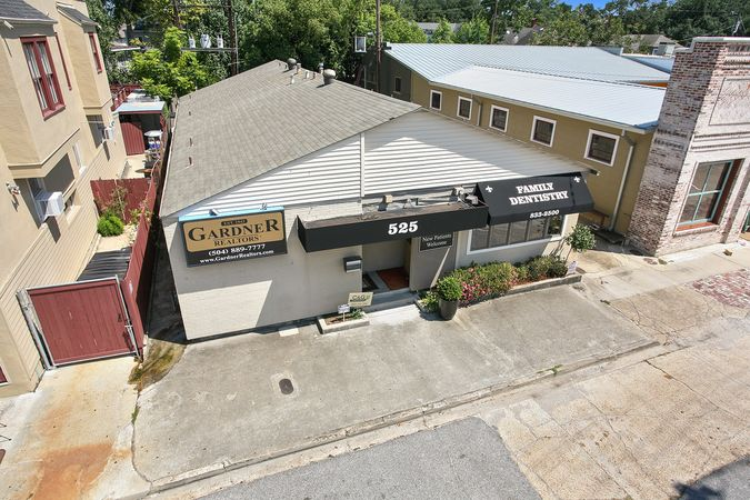 Old Metairie - Real Estate Office