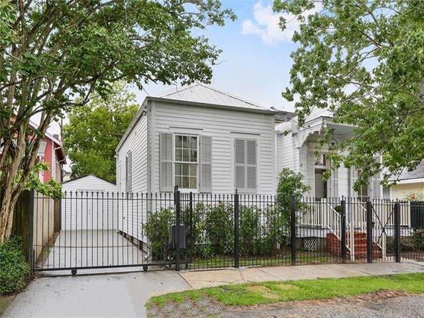 930 BELLECASTLE Street New Orleans, LA 70115 - Image