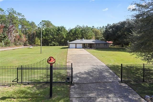 61250 HONEYBEE Road Slidell, LA 70460