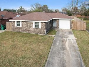 109 FOUR O'CLOCK Lane Westwego, LA 70094 - Image 1
