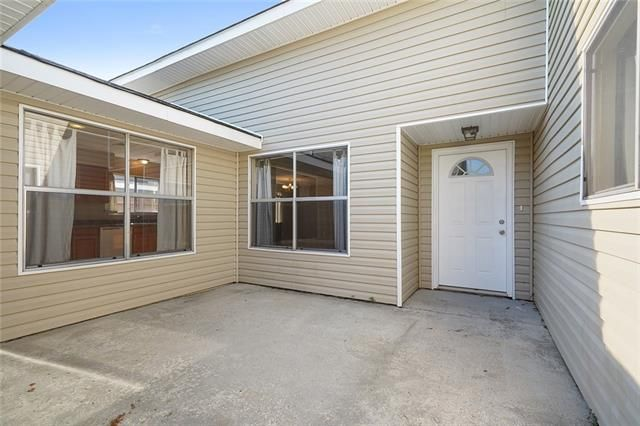 305 WESTMINSTER Drive - Photo 2