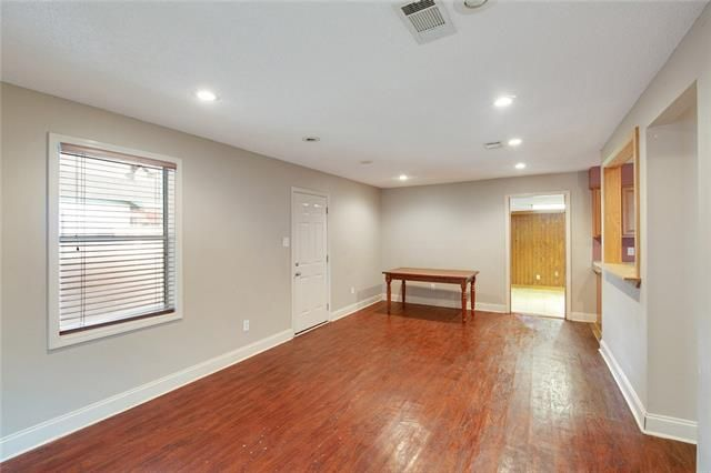 1077 S WALNUT Street - Photo 3