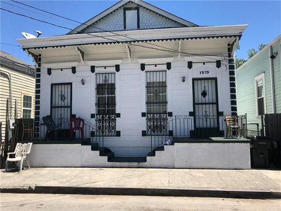 1373 SAINT ANTHONY Street - Photo 2