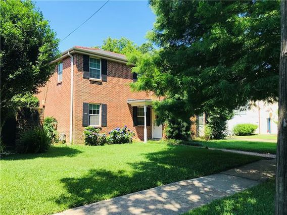 8210 SYCAMORE Place New Orleans, LA 70118