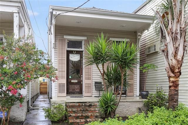 2907 LAUREL Street New Orleans, LA 70115