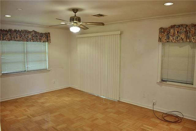 2810 SOMERSET Drive - Photo 2