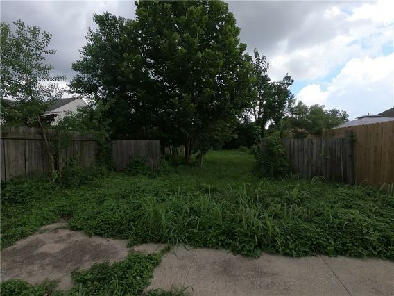 2325 INDEPENDENCE Street - Photo 2