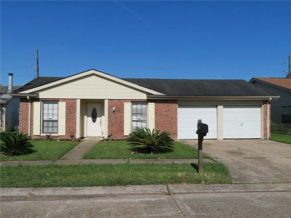 2540 EASTVIEW Drive Harvey, LA 70058