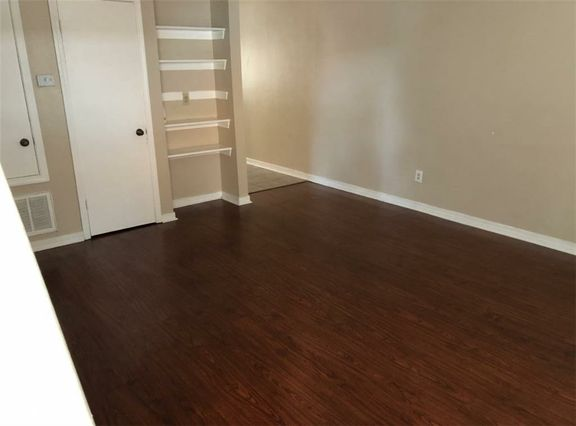 1602 CLEARVIEW Parkway B - Photo 3