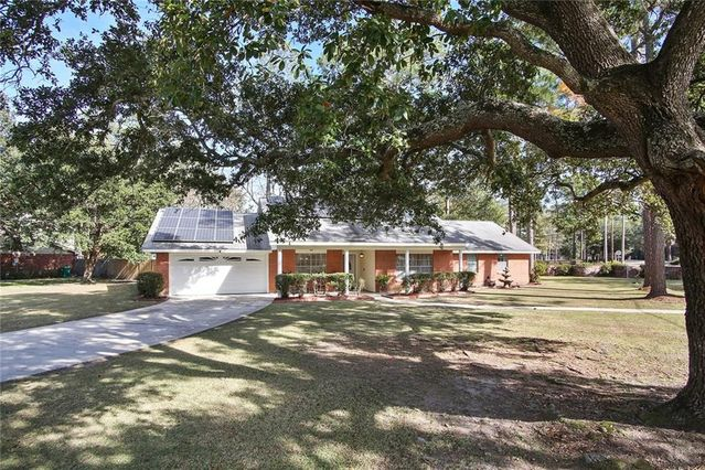 102 COUNTRY CLUB Boulevard Slidell, LA 70458