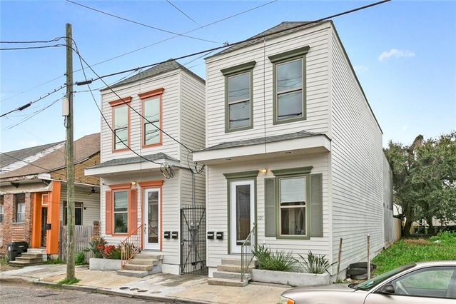 1327 FRENCHMEN Street - Photo 2