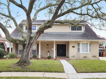 2460 LARK Street New Orleans, LA 70122