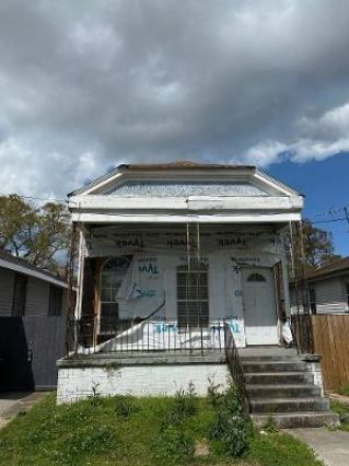 2681 CLOVER Street New Orleans, LA 70122