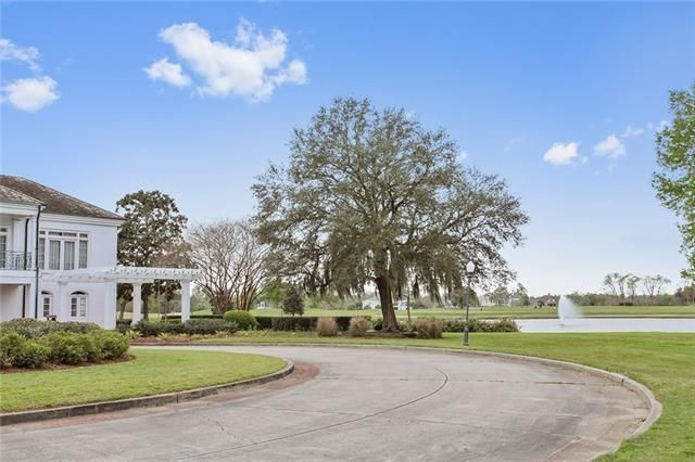 19 FAIRWAY OAKS Drive New Orleans, LA 70131