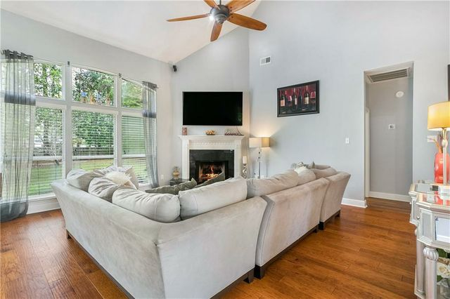 419 RED MAPLE Drive - Photo 3