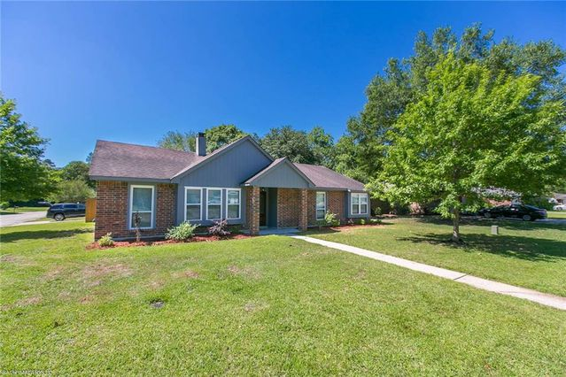 211 LAKE CALCASIEU Court Slidell, LA 70461