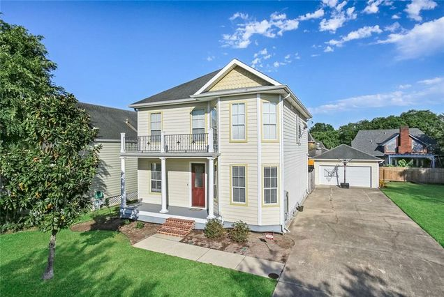 4 SEAWARD Court New Orleans, LA 70131