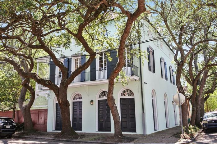 2340 CHARTRES Street - Photo 2