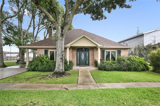 2115 LEMON Street Metairie, LA 70001