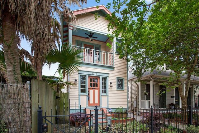 1016 CONSTANTINOPLE Street New Orleans, LA 70115