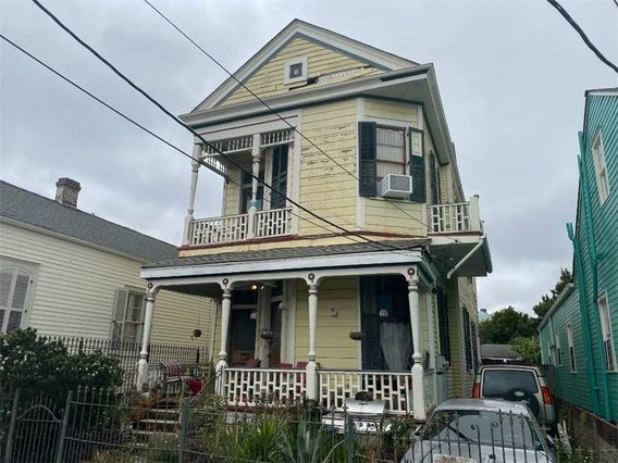 2467 ROYAL Street New Orleans, LA 70117
