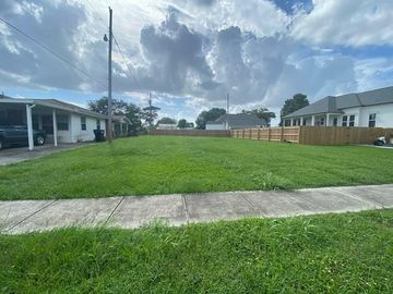 416 NORTON Avenue Arabi, LA 70032