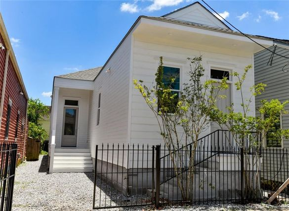 3224 ANNUNCIATION Street New Orleans, LA 70115