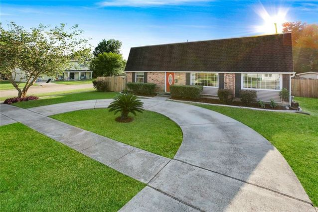 596 E MARLIN Court Terrytown, LA 70056
