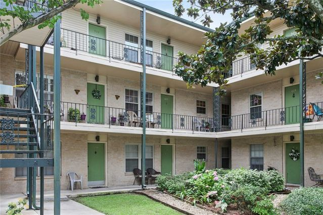 2704 WHITNEY Place #921 Metairie, LA 70002
