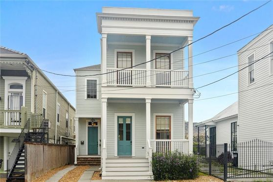 2513 CARONDELET Street New Orleans, LA 70130