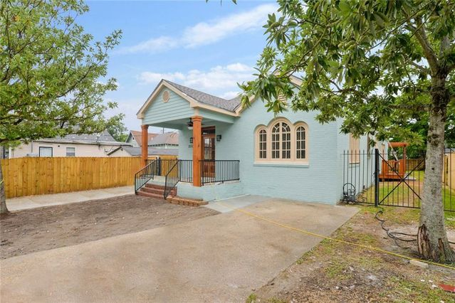 2529 MISTLETOE Street - Photo 2