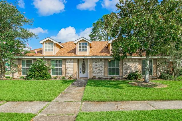 223 GOLDENWOOD Drive Slidell, LA 70461