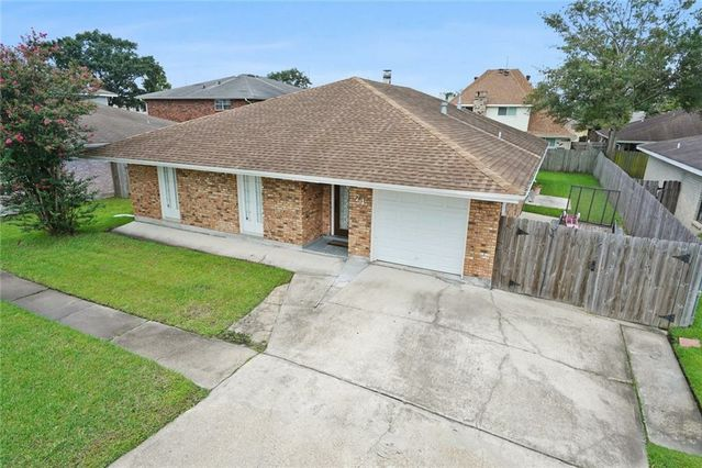 74 BRITTANY Drive - Photo 2