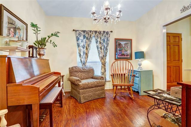 412 COLONIAL Court - Photo 3