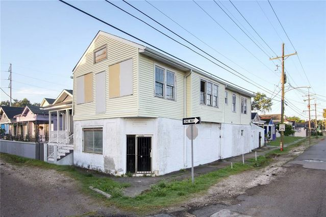 8430 APPLE Street New Orleans, LA 70118