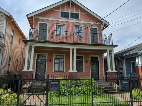 4525 BARONNE Street New Orleans, LA 70115