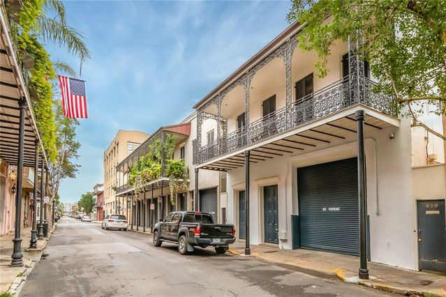 926-40 CHARTRES Street - Photo 2