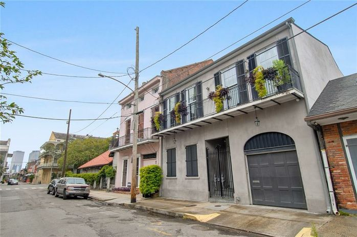 1415 CHARTRES Street - Photo 2