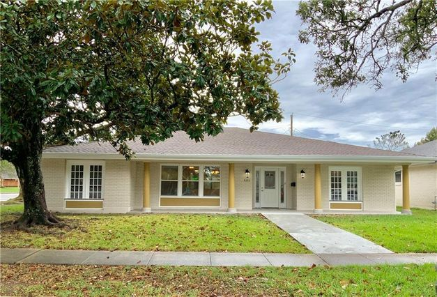 5353 BERKLEY Drive New Orleans, LA 70131