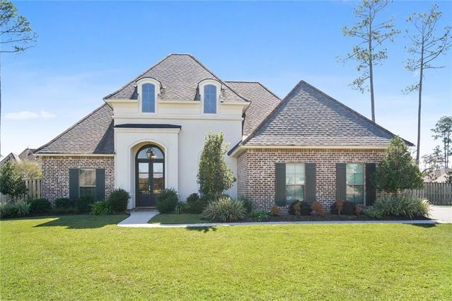 805 GREEN LEAF Circle Madisonville, LA 70447