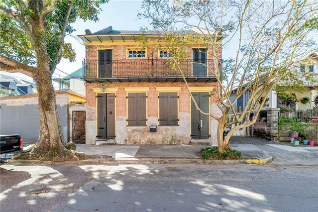 2718 CHARTRES Street New Orleans, LA 70117