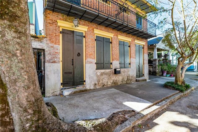 2718 CHARTRES Street - Photo 2