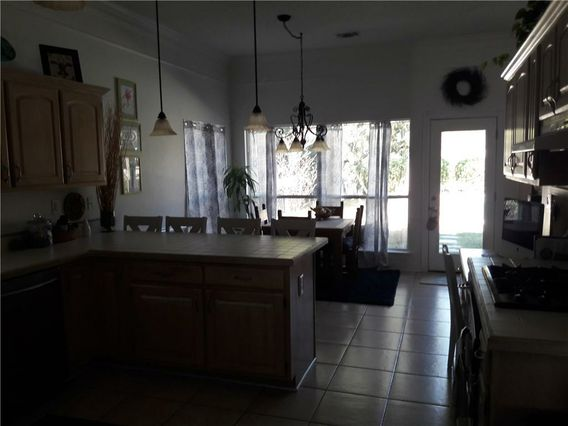 110 COUNTRY CLUB Drive - Photo 3