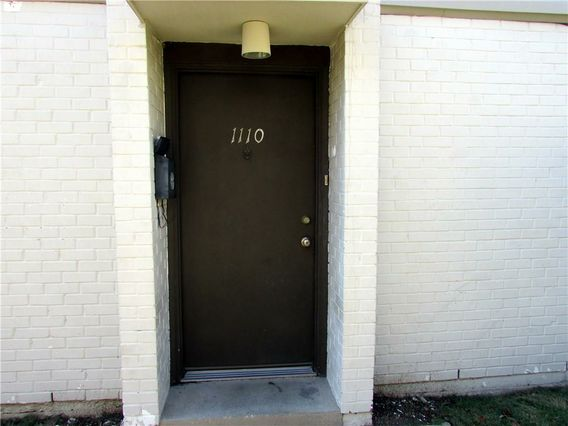 1110 LAKE Avenue - Photo 2