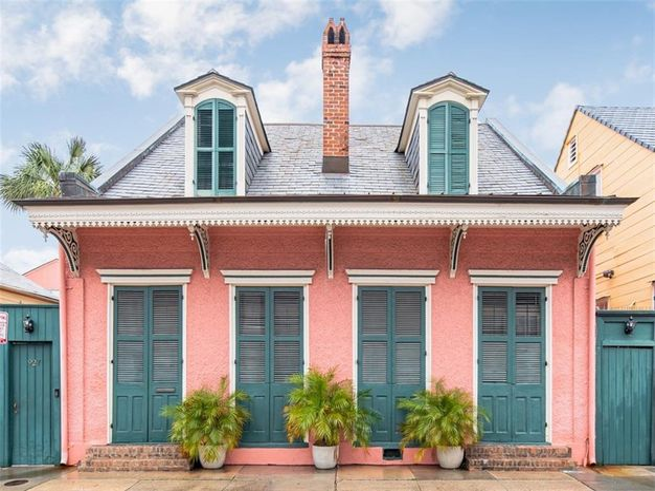 927 DAUPHINE Street New Orleans, LA 70116