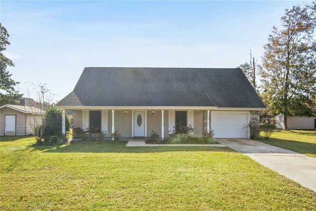 412 JENNIFER Lane Pearl River, LA 70452