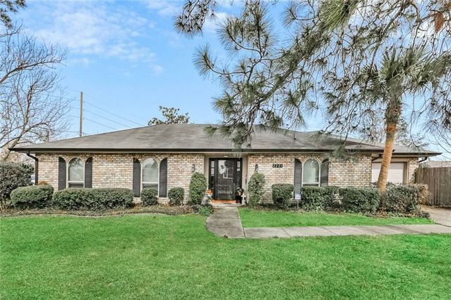 2201 N BENGAL Road Metairie, LA 70003