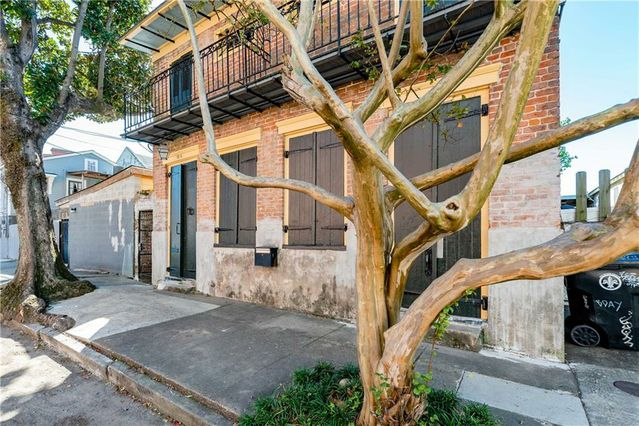 2718 CHARTRES Street - Photo 3